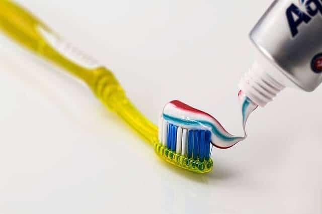 Tandpasta op tandborstel